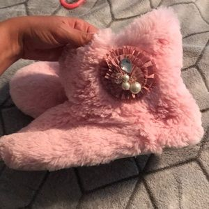 Shoes - Pink furry slippers with design